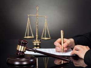 ضرورت رفع انحصار قانونی وکلا