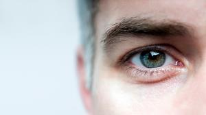 این مواد غذایی به چشم شما آسیب میزنند