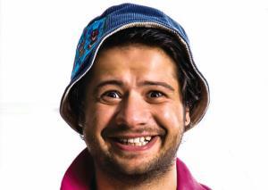 بوی بد ماشین علی صادقی در فیلم «ایکس لارج»