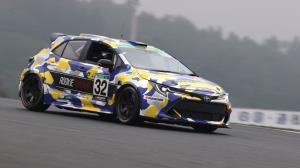 مسابقه دادن رئیس تویوتا با کرولای هیدروژنی در سوزوکا!
