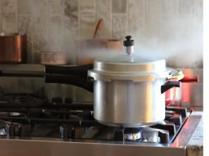 راهنمای استفاده از زودپز و مزایای استفاده از آن در پخت و پز