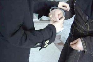 زن سابقه دار مواد فروش دستگیر شد