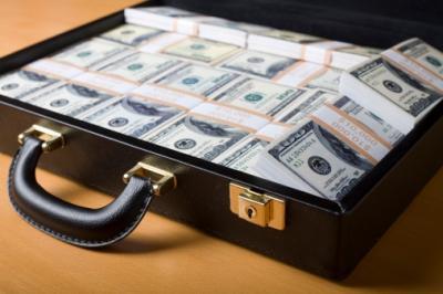 برانگیختن حس طمع اهالی خراسان با یک چمدان پول