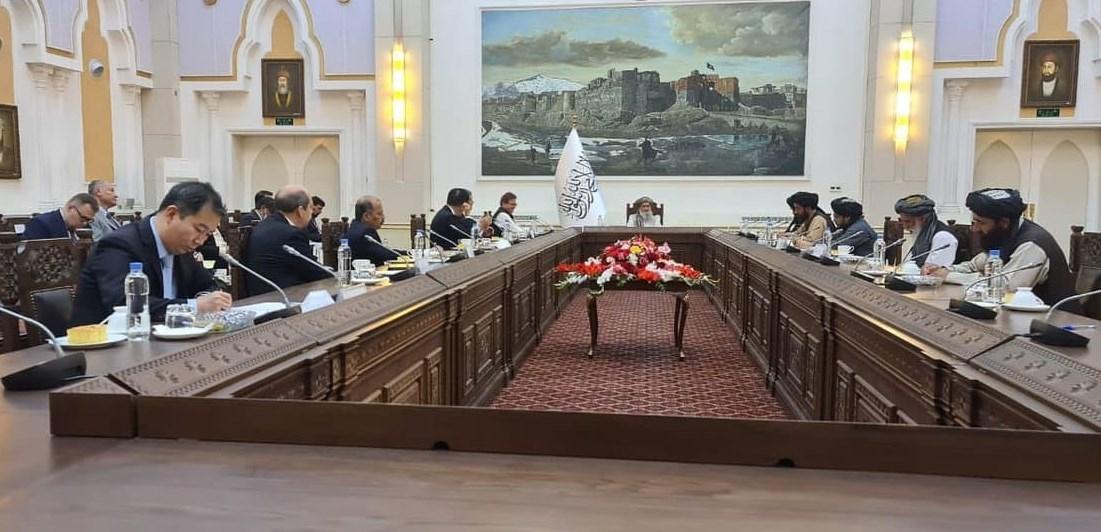 دیدار نخست وزیر طالبان با نمایندگان روسیه، چین و پاکستان