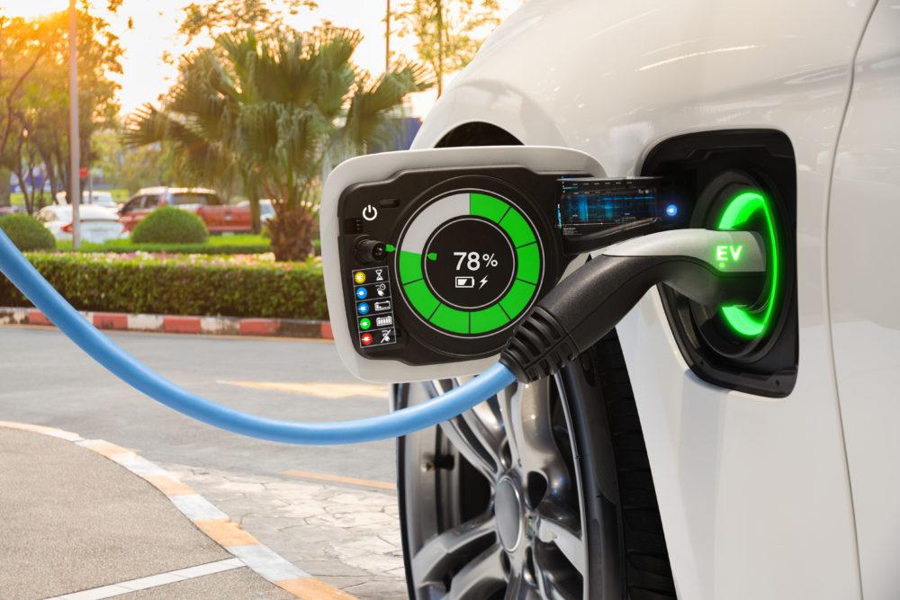 پایان عصر اتومبیلهای بنزینی تا ۱۰ سال آینده/ خودروی برقی در ایران نمایشی است