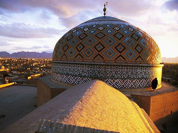 نمایی از گنبد مسجد جامع یزد