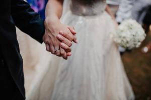 کتک زدن عروس توسط داماد در مراسم عروسی!