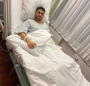 بازیکن تیم ملی روی تخت بیمارستان