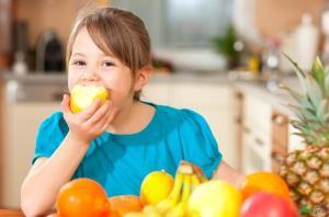 ۴ هشدار برای مصرف بیش از حد میوهها!