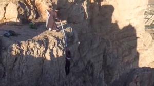 عملیات نجات توسط یک روحانی در کوه با عمامه
