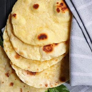 صبحانه/ طرز تهیه «نان خانگی با آرد ذرت» پرخاصیت در تابه