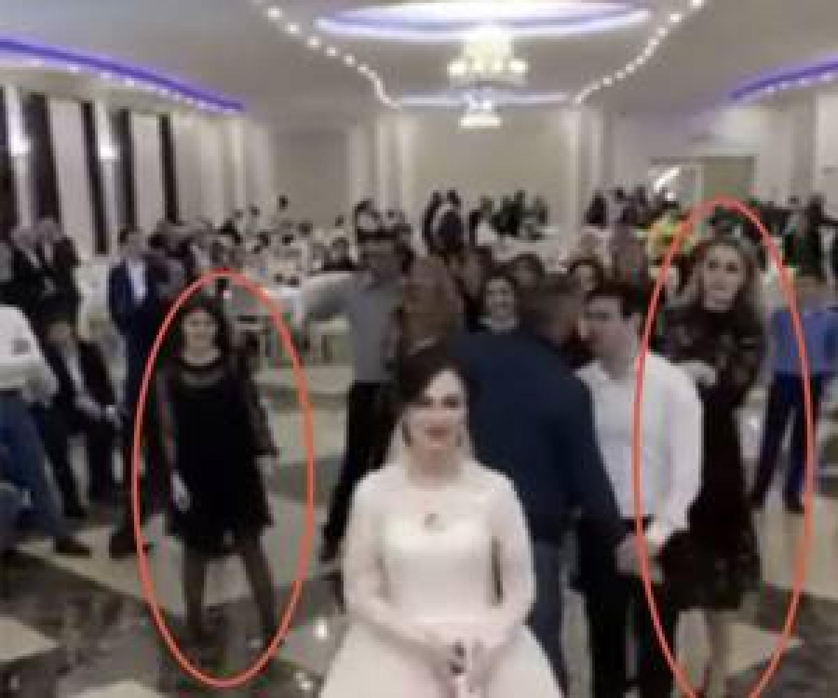 درگیری شدید 2 دختر جوان وسط مراسم عروسی!