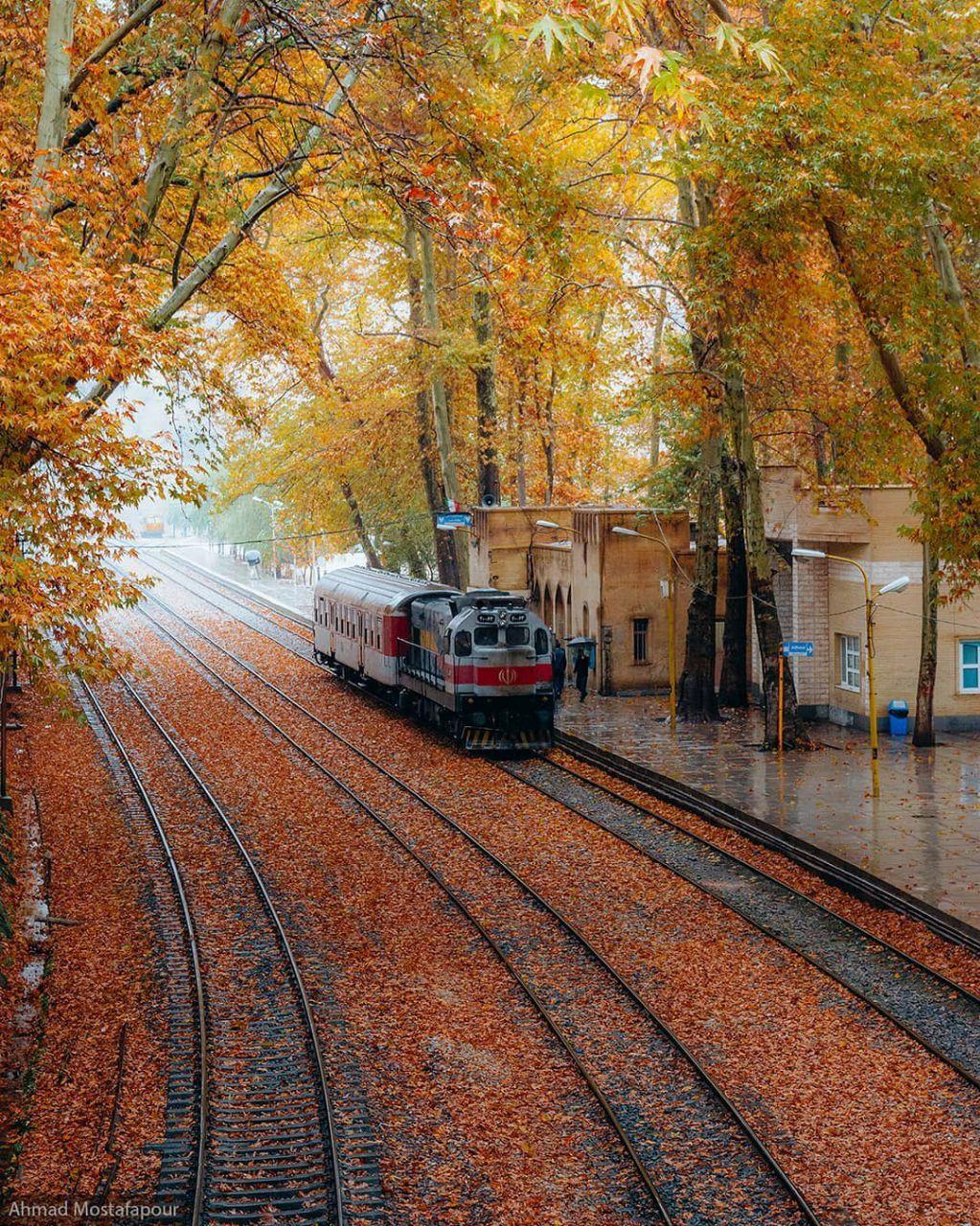 نمای پاییزی از ایستگاه راه آهن بیشهی لرستان