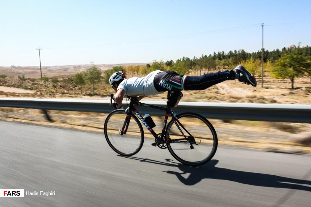 هنرنمایی دوچرخه سوار مشهدی در تور از حرم رضوی تا میقاتالرضا(ع)