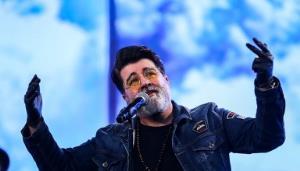 اجرای آهنگ زیبای «حس می کنم تو رو» با صدای مهدی یغمایی