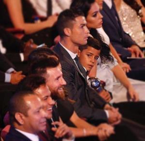 حیرت پسر رونالدو، باور نمیکنم، او مسی نیست!