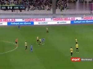 تکل فوقالعاده احسان حاج صفی در بازی شب گذشته آاک آتن مقابل لامیا