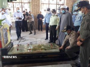 عکس/ ادای احترام فرماندهان نظامی خوزستان به شهدای دفاع مقدس اهواز