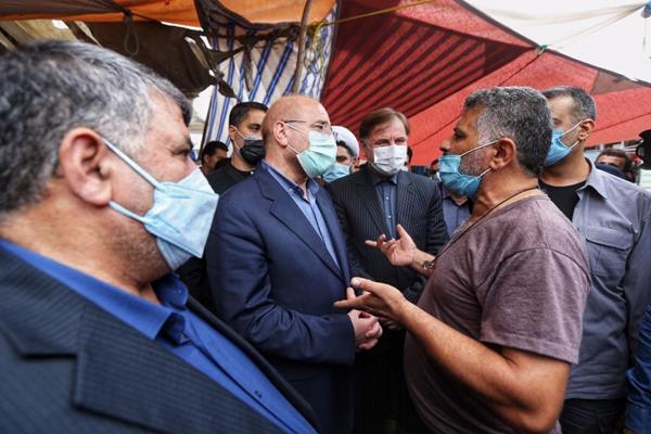 عکس/ گفتگوی قالیباف با بازاریان در بازار صومعه سرا