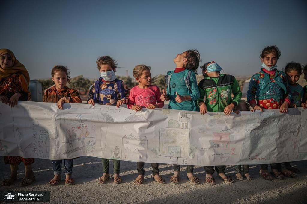نقاشی 300 کودک آواره جنگی روی کاغذ 75 متری