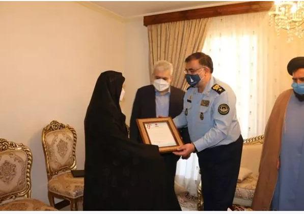 فرمانده نهاجا با خانوادههای شهیدان ستاری و اقبالی دیدار کرد