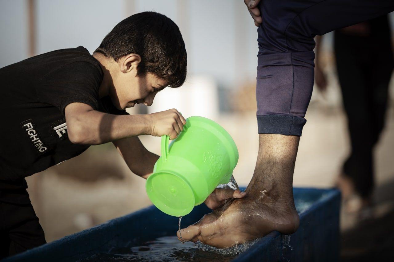 عکس/ همه نسل ها خدمتگزار زائر اربعین حسینی