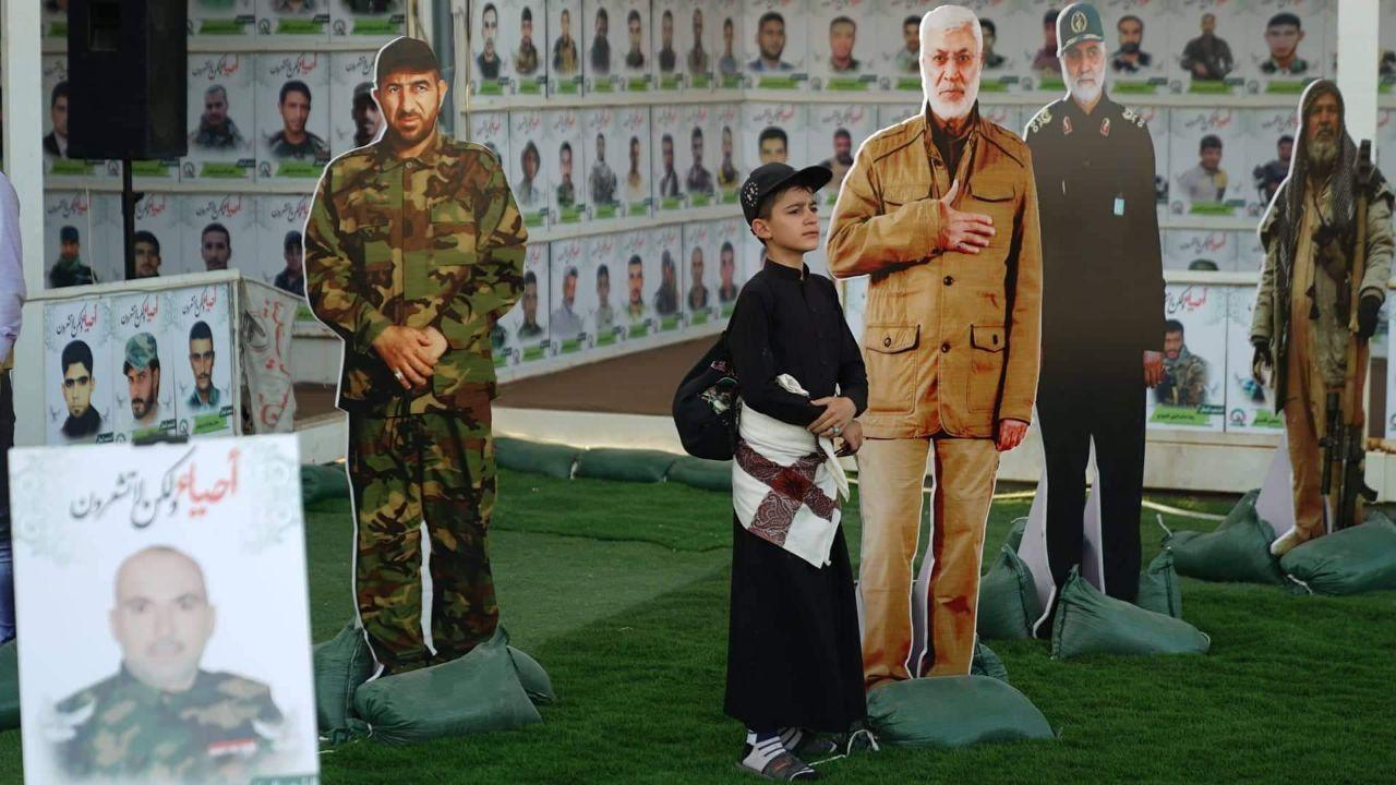 عکس/ سلفی زائران اربعین با سرداران مقاومت