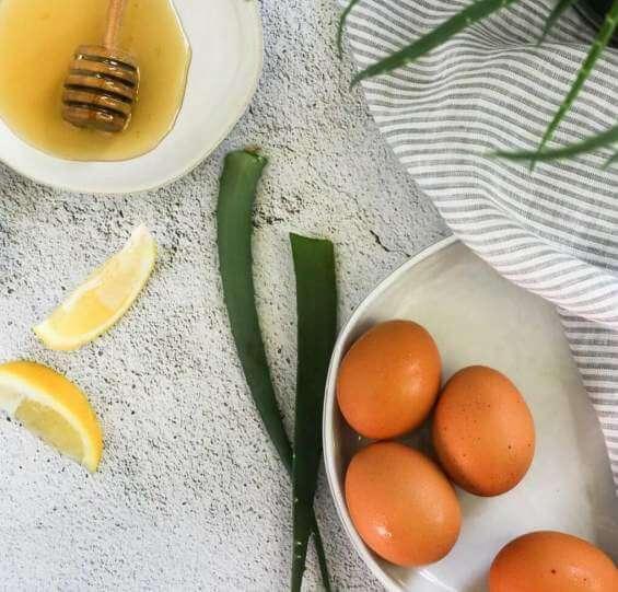 ماسک مرطوبکننده پوست با زرده تخممرغ