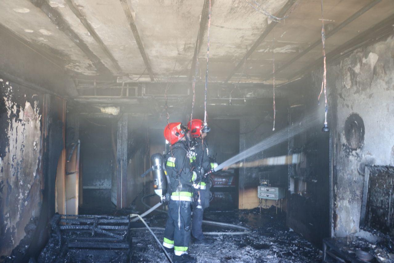 مهار حریق در ساختمان پنج طبقهای در اصفهان