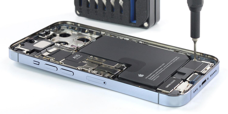 داخل آیفون ۱۳ پرو اپل را ببینید