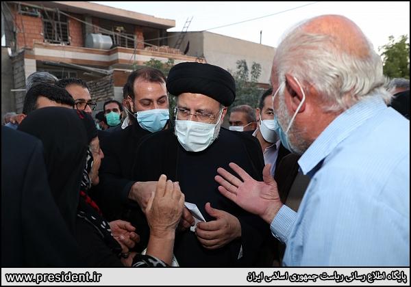 عکس/ حضور سرزده رئیسی در حاشیه شهر ایلام