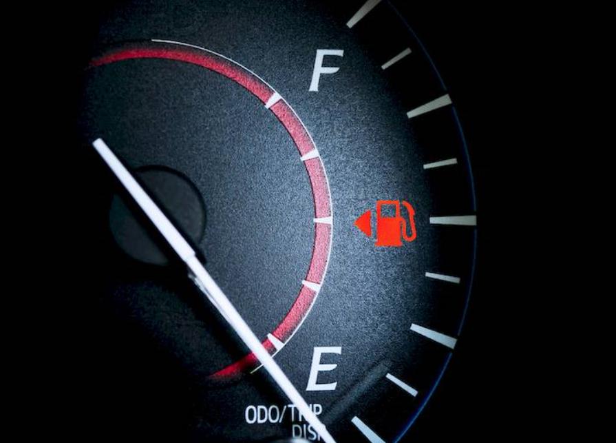 پس از روشن شدن چراغ اخطار بنزین چند کیلومتر می توان رانندگی کرد؟