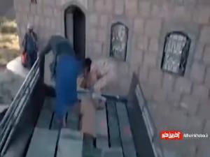 فیلمی از حجم عجیب تسلیحات خارجی القاعده که بدست نیروهای مقاومت یمن افتاد