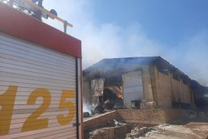 آتشسوزی واحد تولیدی الیاف در نطنز مهار شد