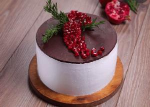 کیک شکلاتی برفی برای تولد کودکتان