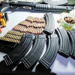لحظه بازداشت سارقان مسلحی که در بزرگراه همت تیراندازی کرده بودند