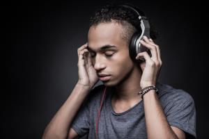 سردردهای شدید خود را با گوش دادن به این قطعه موسیقی کاهش دهید!