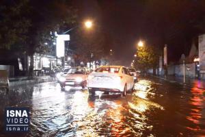 باران پاییزی و آبگرفتگی در معابر آستارا