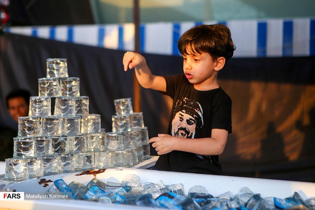 عکس/ خادمان کوچک زوار الحسین