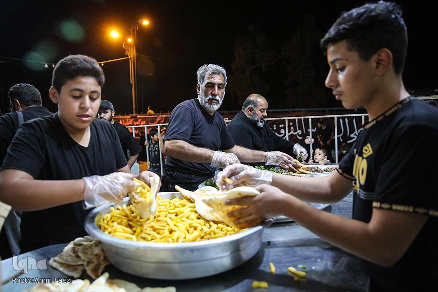 عکس/ موکب کفیل زینب شیرازیها در شهر نجف