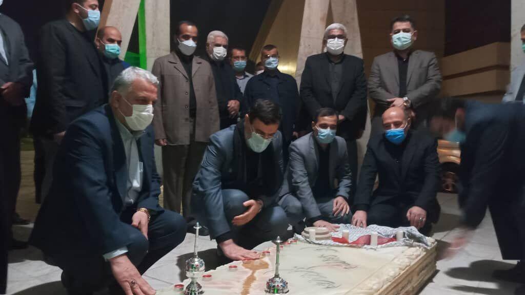 ادای احترام معاون رئیسجمهور به مقام شامخ شهدا در اهواز