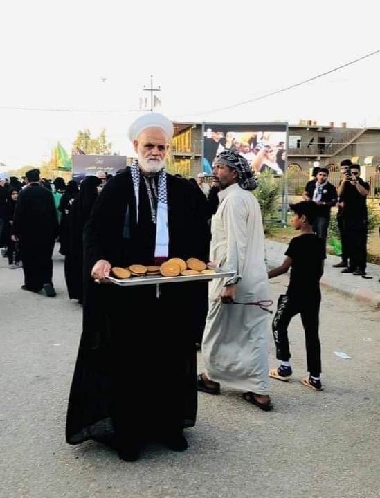 عکس/ خادمی یکی از علمای اهل سنت فلسطین در پیادهروی اربعین