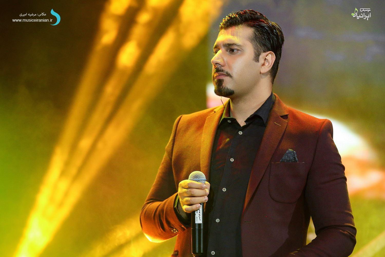 اجرای احسان خواجه امیری از یک آهنگ پاییزی