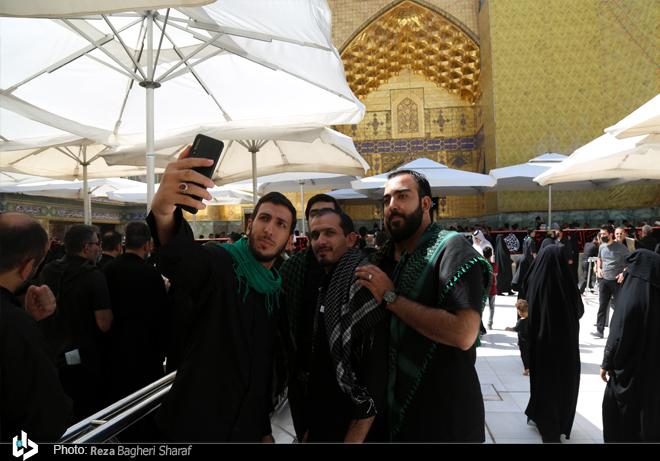 عکس/ سلفی زائران با حرم حضرت علی(ع)