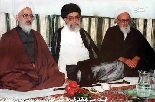 تصویر قدیمی از حسن زاده آملی در کنار رهبر انقلاب