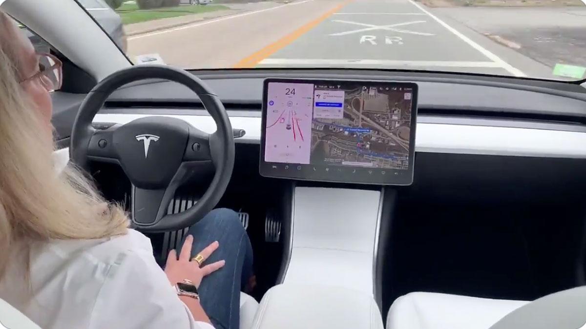 درخواست فعال سازی تست رانندگی تمام خودکار تسلا ممکن شد