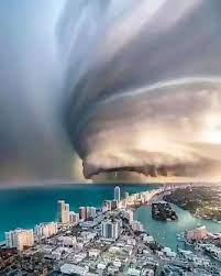 تصویری آخرالزمانی از طوفان فلوریدای آمریکا