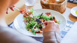 ۱۲ ساعت پرهیز از غذا برای سلامتی مفید است؟
