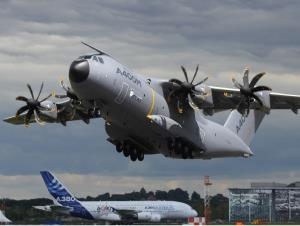 پرواز هواپیمای غول پیکر بر فراز آسمان استرالیا