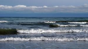 جولان امواج ۳ متری در دریای خزر